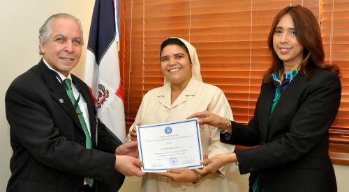MINISTERIO DE HACIENDA DONA 9,437 EQUIPOS A ORGANIZACIONES SIN FINES DE LUCRO