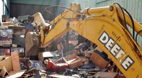 Ministerio de Hacienda destruye más de 3 mil 800 equipos que operaban ilegalmente